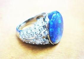 プラチナの指輪(ブラックオパール・天然ダイヤ)
